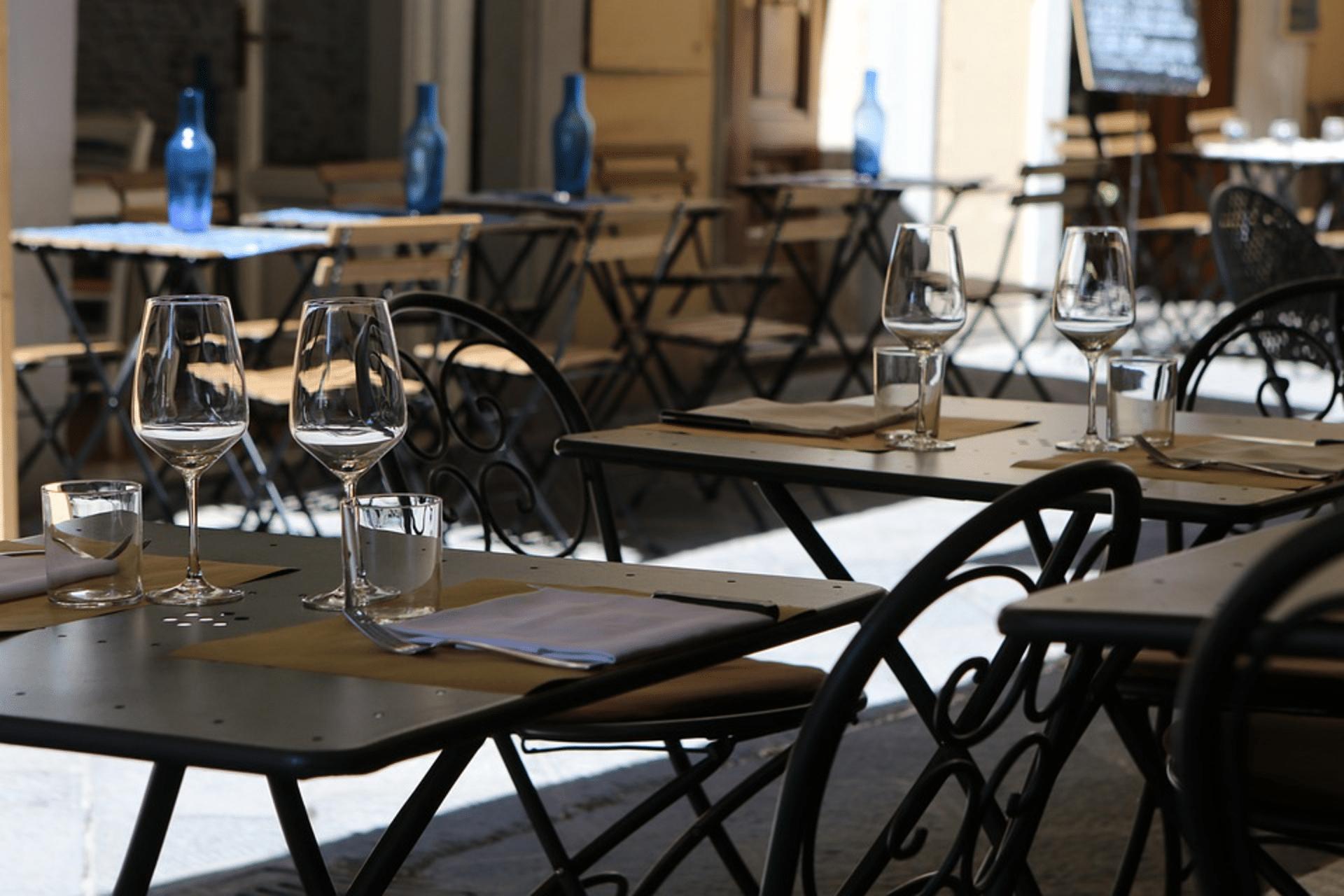 Ouverture des bars et restaurants : une lueur d'espoir pour la mi-mai